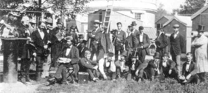 1874 удзельнікаў экспедыцыі на USNO паказаны Праф Ньюкомб і інструментаў і хаціны
